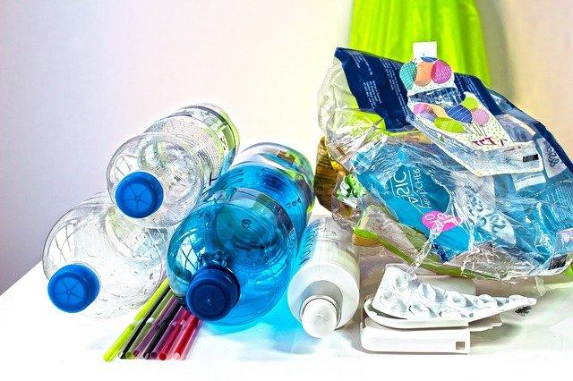 Manfaatkan Sampah Plastik Sebaik Mungkin! 10 Kerajinan dari Limbah Plastik yang Bisa Kamu Coba di Rumah